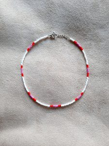 ketting wit, rood, roze